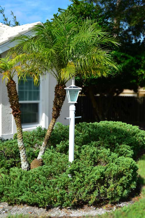 White Post Solar Light for Driveway